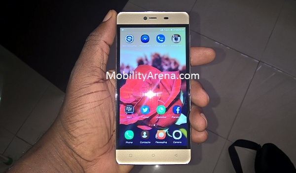 Gionee M5 mini hands on front
