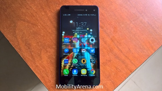 Lenovo Vibe S1 review - on table